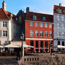 Foto af Nyhavn 3, København, hvor tegnestuen ligger.