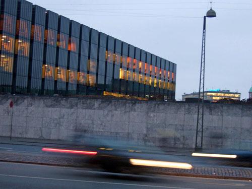Nationalbankens glasfacade mod vest