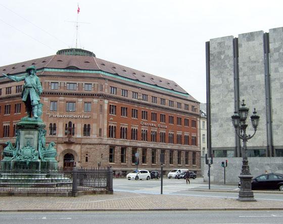 ØKs tidligere hovedsæde og Nationalbanken
