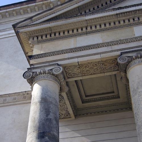 Dekorationer på Slotskirkens tempelgavl