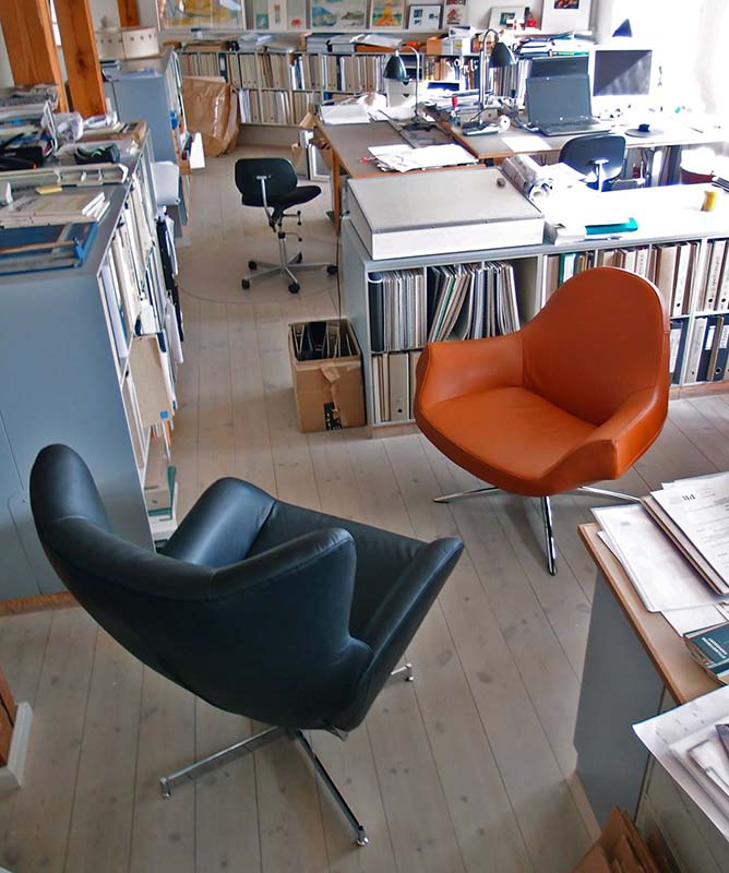 Fox recliner and Fredo swivel chair on display on our office floor. Nyhavn, 2015