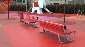 Superkilen på Nørrebro med Burri Landi bænk med omklapbar ryg. Projekt af Superflex i samarbejde med Bjarke Ingels Group og Topotek1, 2013